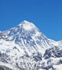 a crystal clear picture of mount everest